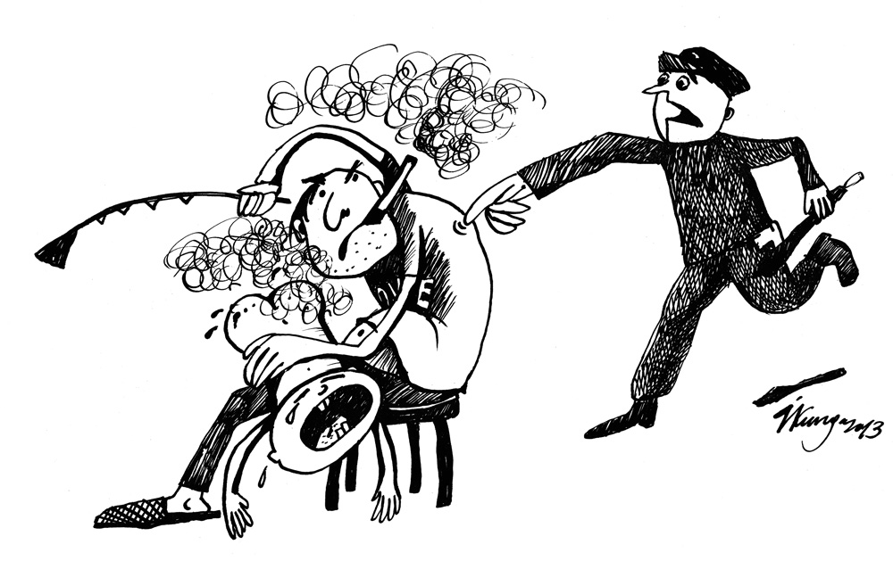 30-05-2013 Policists: - Ej, jūs smēķējat bērna klātbūtnē, tā ir ar likumu sodāma vardarbība!!!
